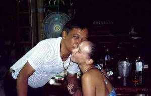 Kiss of death. The night before he murdered backpackers Vanessa Arscott and Adam Lloyd, Thai police officer Somchai Wisetsingh's already making advances on Vanessa.