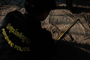 Police measure footprints of a man as data is collected from people who work near the spot where bodies of two killed British tourists were found, on the island of Koh Tao September 19, 2014. The bodies of David Miller and Hannah Witheridge were found early on Monday on the beach on Koh Tao, a southern island known for its coral reefs and diving. REUTERS/Chaiwat Subprasom (THAILAND - Tags: CRIME LAW POLITICS TRAVEL TPX IMAGES OF THE DAY) - RTR46WUC